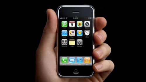 Effectivement l'Iphone 1 est loin derrière...l'évolution technique au niveau du matériel s'est bien déroulée... mais au niveau de la vitesse d'internet, ça reste tout juste correct.